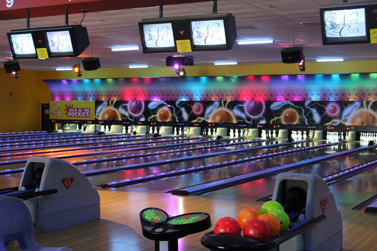 Oak Tree Lanes-Bowling Center and Sports Bar Lanes of bowling, arcade, snack bar, full sports bar. Party rooms available.